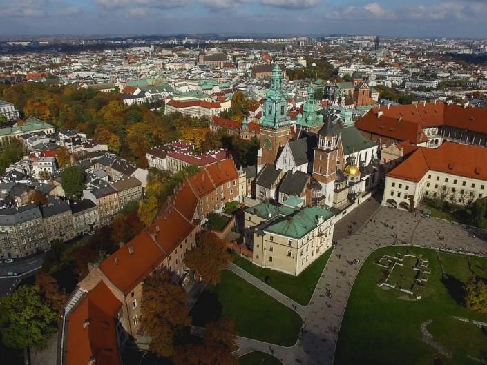 Legalne usługi filmowania dronem w miastach