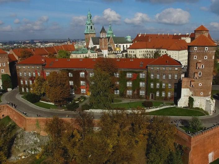 Zakza lotów dronami w Krakowie i w Warszawie