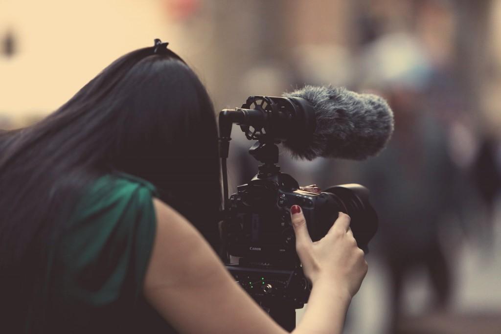 Realizacja nagrań filmowych aparatami fotograficznymi - lustrzanki