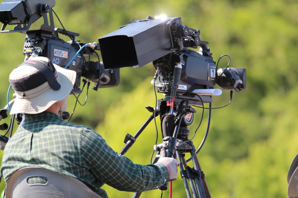 Nagranie materiału to pierwszy krok w produkcji filmów reklmaowych - prezentacyjnych czy reportaży.